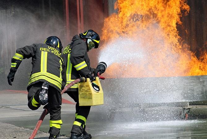 Unser Tipp: Sollten Sie nach einem Feuerwehreinsatz tatsächlich eine Rechnung von Ihrer Gemeinde erhalten, prüfen Sie diese in jedem Fall sorgfältig. In der Vergangenheit ist es nämlich bereits vorgekommen, dass die Rechnungen nachträglich für ungültig erklärt wurden. Dann nämlich, wenn die aufgeführten Kosten für den Feuerwehreinsatz viel zu hoch angesetzt waren. (Urteil: OVG Berlin Brandenburg, (#02)
