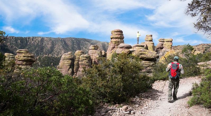 Die Natur und Landschaft war einfach nur unglaublich. Die Felsformationen faszinierten mich. Diese sahen so aus, als könnte sie der kleinste Windhauch umwerfen. Doch diese Formationen bestanden schon sein hunderten von Jahren. (#06)Die Natur und Landschaft war einfach nur unglaublich. Die Felsformationen faszinierten mich. Diese sahen so aus, als könnte sie der kleinste Windhauch umwerfen. Doch diese Formationen bestanden schon sein hunderten von Jahren. (#06)