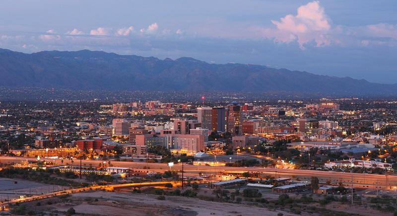 Ich entschied mich für den Gilbert Ray Campground, welcher westlich der City Tucson lag. Nach einer halbstündigen Fahrt erreichte ich den Tucson Mountain Park in dem der Campingplatz lag. Da die Sonne bereits verschwunden war, war die Umgebung erst einmal uninteressant. (#02)