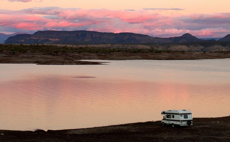Beim Campingurlaub kommt man von Phoenix in Arizona aus zu diversen anderen Zielen, beispielsweise zum Lake Pleasant oder zu den Campingplätzen im benachbarten Bundesstaat Nevada. (#06)