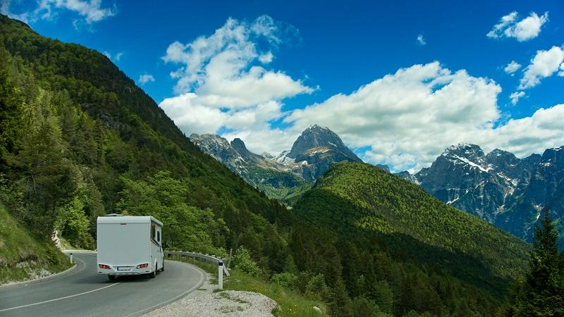 Die Schweiz mit ihrer schönen Bergwelt lässt sich beim Campingurlaub gut erkunden. (#03)