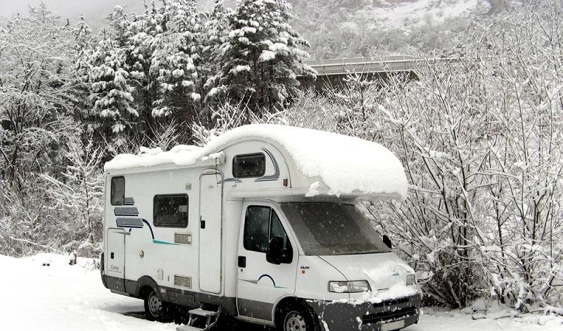Im Idealfall ist das Wohnmobil ein treuer Begleiter beim Wintercamping in der Auvergne. (#3)