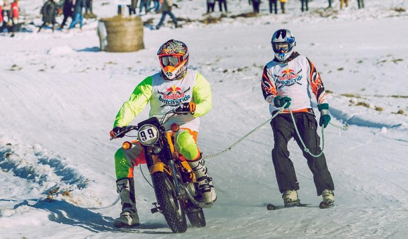 Einige Skipisten werden sogar zu Motorradstrecken umfunktioniert. (#2)