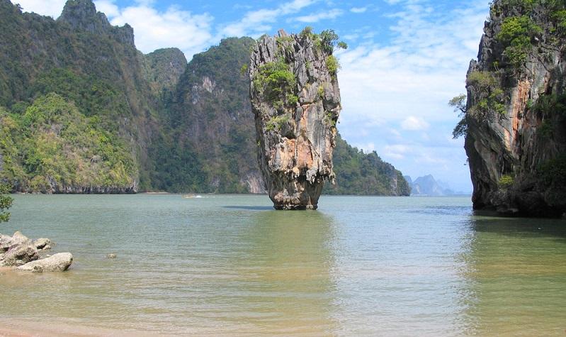 Die Natur, Landschaft und Kultur stecken voller Überraschungen und spannenden Eindrücken. Auch wenn an Thailands Westküste nahezu alles lohnenswert ist, so gibt einige Ausflüge, die für Adrenalin-Helden ganz besonders reizvoll sind.