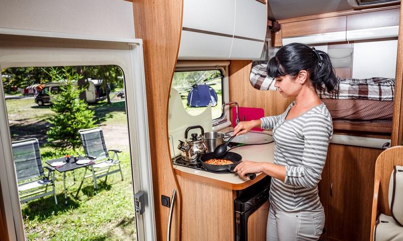Urlaub mit dem Wohnmobil: Auch ohne Vollpension kann man den Urlaub und auch ganz alltägliche Dinge genießen. (#02)