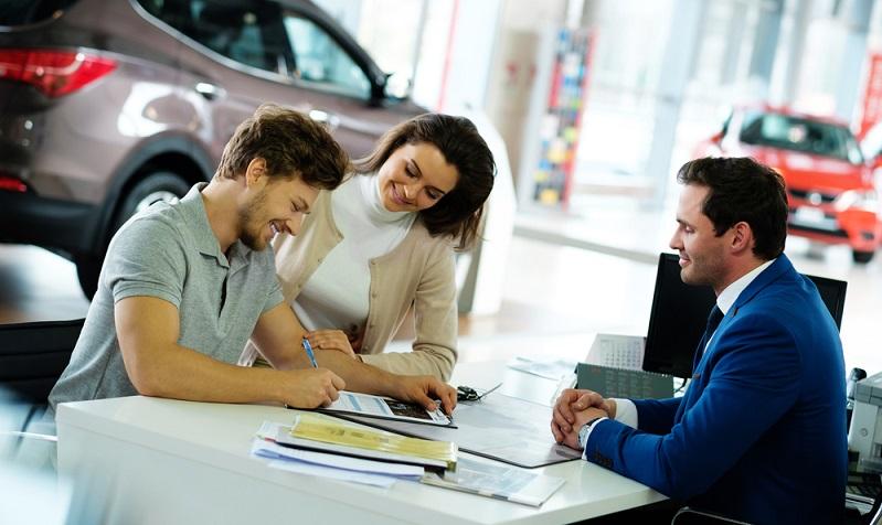 Damit lässt sich als Fazit zusammenfassen: Augen auf beim Autokauf! Ein neues Fahrzeug kostet viel Geld, daher sollten Sie sich nicht auf Kompromisse einlassen müssen, die Ihnen nicht zusagen.  (Foto: Shutterstock- Nejron Photo )